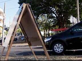 Propaganda eleitoral em placas é proibida em 19 bairros de Uberlândia, MG - Medida do juíz eleitoral da cidade também vale para cavaletes. Além dos bairros, está proibido o uso destes materiais em dois distritos.