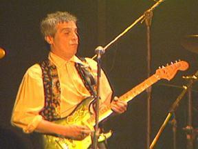 Morre o cantor, compositor e guitarrista Celso Blues Boy - Celso Ricardo Furtado de Carvalho era carioca e gravou dez álbuns. Seu maior sucesso foi 'Aumenta que isso aí é rock n' roll'. Ele morava em Joinville (SC) há 12 anos e morreu nesta segunda-feira (06), aos 56 anos, de câncer na laringe.