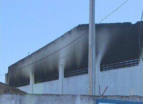 Em Porto Velho, IML realiza exames nos corpos dos presos mortos em incêndio - O incêndio ocorrido neste domingo (5), que destruiu o pavilhão 1 da Colônia Penal Agrícola Ênio Pinheiro (Capep), em Porto Velho, está sendo investigado pela Polícia Civil.