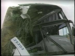 Acidente de ônibus que viajava para Erechim teve apenas um ferido hospitalizado - Ônibus vinha de São Paulo tombou na madrugada desta segunda-feira.