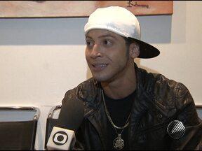 Cantor da banda A Bronkka afirma que não destruiu quarto de hotel em Aracaju - Igor Kanário disse que foi o funcionário do hotel quem provocou a briga.