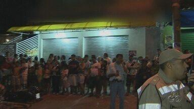 PM e dois suspeitos morrem durante tentativa de assalto, em Manaus - Oficial estaria fazendo segurança particular no local durante o assalto