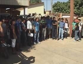 Indígenas de várias etnias realizam manifestação em Ji-Paraná, RO - Cerca de 80 índios de várias etnias se reuniram na manhã desta terça-feira (7) para uma manifestação contra a publicação da Portaria 303 que trata do direito de uso e de soberania de terras indígenas.