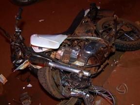 Acidente entre motos causa uma morte em Tangará da Serra - A violência no trânsito faz mais uma vítima. Um acidente matou um homem em Tangará da Serra. Duas motos que seguiam no mesmo sentido acabaram batendo.