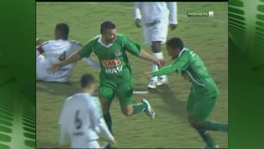 Ipatinga vence o Bragantino pela Série B - Depois de 13 derrotas seguidas, time mineiro conquista vitória, mas ainda está na zona de rebaixamento.