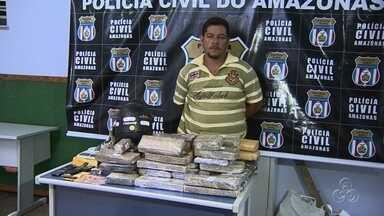 Polícia no AM encontra 50kg de maconha em barco vindo do Paraguai - Casal foi preso dentro da embarcação ancorada na Feira da Panair.