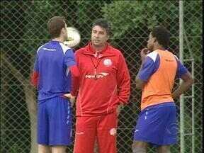 Gallo prepara o Náutico nos treinos e na conversa - Equipe enfrenta o Inter em Porto Alegre.