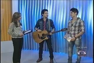 Ao vivo no estúdio, a dupla Sandro e Cícero - Cantores fazem show nesta quinta-feira na capital