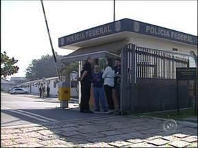 Agente da Polícia Federal de Sorocaba aderem à paralisação - Os funcionários da Polícia Federal estão em greve. O movimento também é realizado em Sorocaba (SP). Os funcionários pedem reajuste salarial. Serviços como investigações e escoltas estão suspensos.
