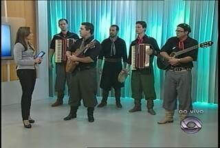 Ao vivo no estúdio, a música do Grupo Toque de Galpão - Músicos fazem apresentação em Santa Maria