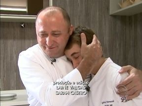 Pai e filho batem um bolão na cozinha - Os dois ensinam um prato especial, em homenagem aos pais.