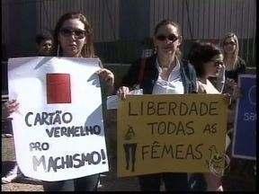 Marcha das Vadias movimenta centro de Ponta Grossa - Protesto luta pela igualdade e o fim da violência contra mulheres