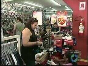 Comércio lotado para as compras do dia dos pais - Muitos filhos deixaram as compras para a última hora