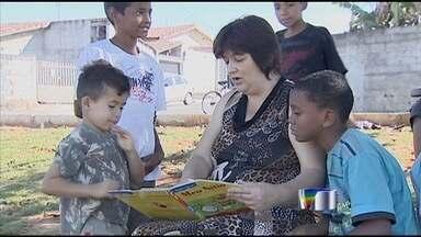 Projeto de psicóloga espalha prazer pela leitura em Taubaté - Crianças são incentivadas a conhecer o mundo mágico da literatura.