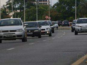 Carros e caminhões brasileiros ganham chip para combater clonagem e roubos - A partir de 2013, os veículos novos vão receber um chip, que vai armazenar informações como o ano do carro, modelo e placa., no emplacamento. Nos automóveis que já estão em circulação, o instalação será gradativa até julho de 2014.
