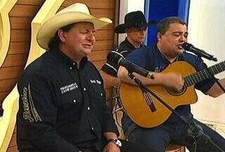 Tostão e Guarany mostram toda sua irreverência no palco do programa - Tostão e Guarany mostram toda sua irreverência no palco do programa