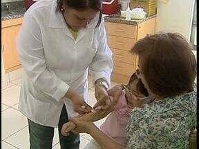 Postos de sáude estão abertos para atualizar a vacinação das crianças - Os pais devem levar a carteirinha
