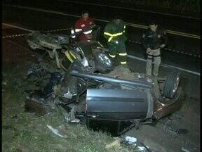 Tentativa de ultrapassagem termina com 3 mortos na BR-277 - Os três rapazes estavam em carro que bateu de frente com caminhão, perto de Guarapuava.
