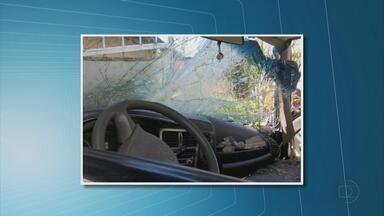 Caminhão invade casa no bairro dos Torrões; um cachorro morre - Motorista foi levado para a delegacia de Jardim São Paulo para prestar depoimento.