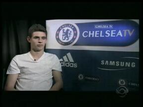 Oscar faz o primeiro treino no Chelsea - Jogador vai vestir a camisa 11, usada anterirmente por Drogba.