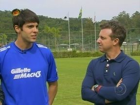 Kaká volta ao centro de categoria de base do São Paulo e revê primeiro técnico - Durante visita ao clube, Kaká avaliou o talento de Marquinhos
