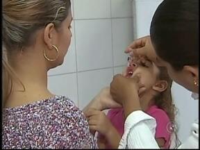 Crianças menores de 5 anos participam de dia de vacinação na região noroeste, SP - O movimento foi grande nos postos de saúde durante todo o sábado (18). Hoje foi dia de atualizar a carteirinha de vacinação das crianças com menos de cinco anos.