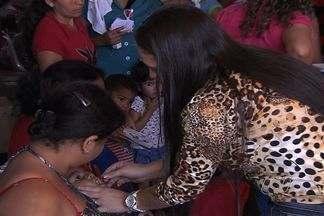 Postos de Goiânia e Aparecida ficam lotados em primeiro dia de Campanha de Multivacinação - Vacinação começou neste sábado (18) e segue até o próximo dia 24.Todas as crianças menores de 5 anos devem comparecer.