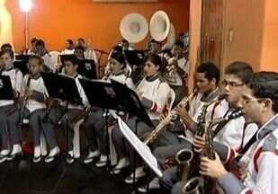 Estudantes ganham a oportunidade de conhecer a música através do criança Esperança - O projeto Criança já ajudou mais de quatro milhões de crianças e adolescentes em todo o país. Em Sergipe, um deles está em Ribeirópolis, onde cem estudantes ganharam a oportunidade de conhecer o mundo da música.