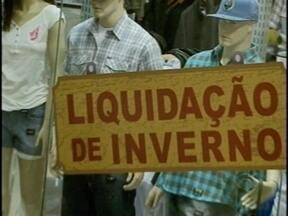 Comércio da Grande Florianópolis começa as liquidações de inverno - Nas vitrines, descontos variam de 10% a 70%.
