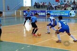 Jogos da Copa da Juventude agitam Mato Grosso do Sul - Final de semana de esporte. A primeira fase da Copa da Juventude está rolando, enchendo as arquibancadas. Em Dourados, neste sábado, quatro times se enfrentaram e comemoram os resultados com festa.