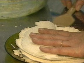 Confira receita de tapioca - Comida de origem indígena pode ter recheio doce ou salgado.
