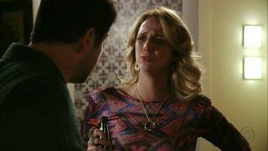 Avenida Brasil - Capítulo de sábado, dia 18/08/2012, na íntegra - Ivana pergunta se Tufão é apaixonado por Nina