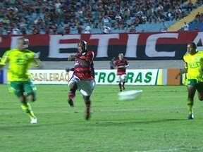 Palmeiras enfrenta sua décima derrota no Brasileirão - O Atlético-GO venceu o Palmeiras por dois a um, com gols de Eron e Rayllan. O Coritiba venceu o Cruzeiro por quatro a zero. Outro quatro a zero pode ser visto na vitória do Grêmio contra o Figueirense. Portuguesa empata com o Internacional.