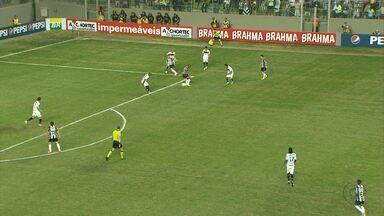 Atlético-MG vence o Botafogo de virada no Independência - Time é líder isolado do Campeonato Brasileiro.