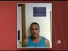 Suspeito de abuso sexual de adolescentes é preso em Salvador - Segundo a polícia, ele confessou o crime e foi reconhecido por cinco das seis vítimas. Homem se dizia responsável por um projeto social e oferecia emprego de menor aprendiz aos adolescentes.