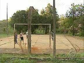 Moradores reclamam de falta de manutenção em quadras de esporte - Prefeitura tem feito reformas e novos pedidos devem ser encaminhados para a Fundação de Esportes.