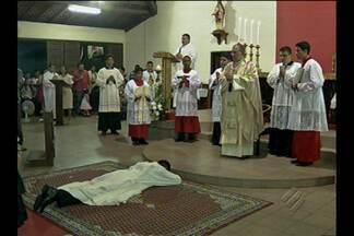 Padre paraense vai para Costa do Marfim atuar em comunidades pobres - Celebração de ordenação foi presidida pelo arcebispo dom Alberto Taveira.
