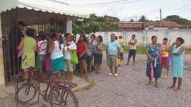 Pacientes de posto de saúde em Olinda reclama de falta de médico e remédios - A situação da Policlínica de Rio Doce não está nada confortável para os pacientes. É fila dentro e fora da unidade, falta de medicamentos e médico.
