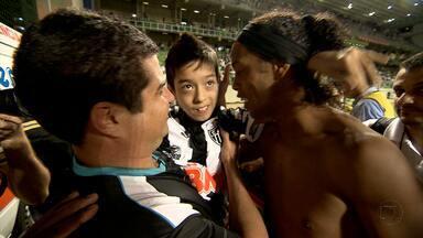 Superação marca a vitória do Atlético-MG - Garoto Felipe conheceu os jogadores do Galo e viu mais uma vitória do time de coração no Campeonato Brasileiro.