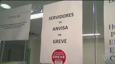 Greve de servidores da Anvisa dura mais de um mês - Comando da categoria se reune amanhã em Brasília. Trabalhadores da Justiça do trabalho também fizeram protesto.