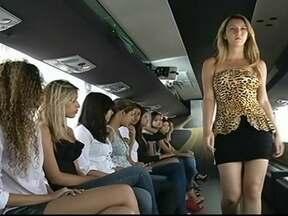Ônibus do Menina Fantástica chega em Rio Verde (GO) - Durante todo o dia uma equipe avalia garotas da cidade e da região em busca da nova Menina Fantástica. O dia mal começou a clarear e meninas já esperavam pelo ônibus para tentar pegar um bom lugar na fila.