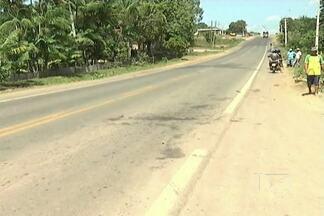Vítima de atropelamento em Vitória do Mearim morre na capital - Depois do acidente ocorrido sábado (18), o pai morreu na hora e a mãe faleceu nesta segunda-feira (20). As duas filhas do casal estão internadas e o motorista continua foragido.