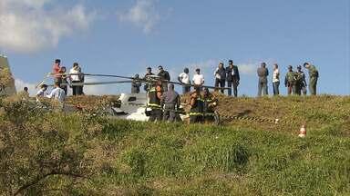 Acidente com helicóptero fere dois em aeroporto de Belo Horizonte - Segundo bombeiros, vítimas tinham suspeita de fratura.