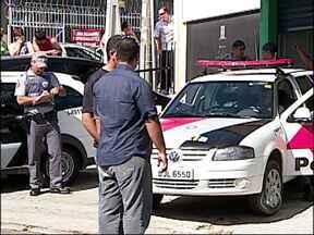 Policial a paisana mata bandido em Jundiaí, SP - Um policial militar a paisana matou um bandido em um mercado em Jundiaí. O ladrão estava foragido da cadeia depois da saída temporária do dia dos pais.