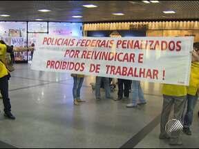 Policiais Federais fazem protesto no aeroporto de Salvador - O protesto foi contra a decisão da justiça de proibir a operação padrão da categoria, que consiste em uma maior fiscalização de passageiros e bagagens, o que provocava mais demora na fila de embarque.