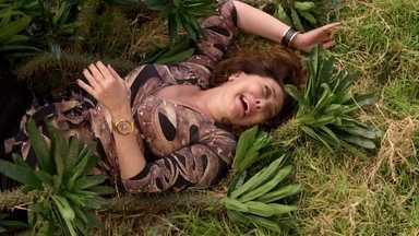 Muciry cai sobre espinhos ao pular o muro da casa - Adauto e Tessália procuram Muricy, mas não têm sucesso. Leleco tenta esconder os vestígios da mulher na casa