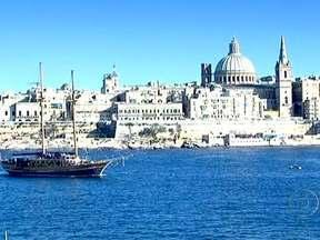 Ilha de Malta aposta no turismo para manter a economia aquecida - A pequena Malta é um dos poucos países do Euro que não foram arrastados pela crise financeira. A taxa de desemprego está entre as mais baixas da Europa. A economia é sustentada por 1,5 milhão de visitantes por ano e os cursos de idiomas.