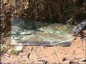 Ladrões capotam carro durante fuga em São Miguel Arcanjo, SP - Um homem foi detido por suspeita de participar de assalto a um sítio em São Miguel Arcanjo (SP). O crime foi nesta sexta-feira (31) no bairro do Turvinho. Segundo as vítimas, ele estava entre os quatro homens armados que invadiram a propriedade.