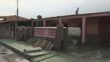 Chuva destelhou casas nesta sexta-feira (31), em Manaus - A chuva que caiu na tarde desta sexta-feira (31) destelhou várias casas no bairro Lírio do Vale, em Manaus.