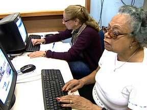 Terceira idade busca inclusão digital - E-mail e redes sociais começam a fazer parte do vocabulário e da vida dessas pessoas que são mais experientes na vida. Para os idosos é um desafio, já que isso mostra que eles ainda são capazes de aprender e conhecer coisas novas.